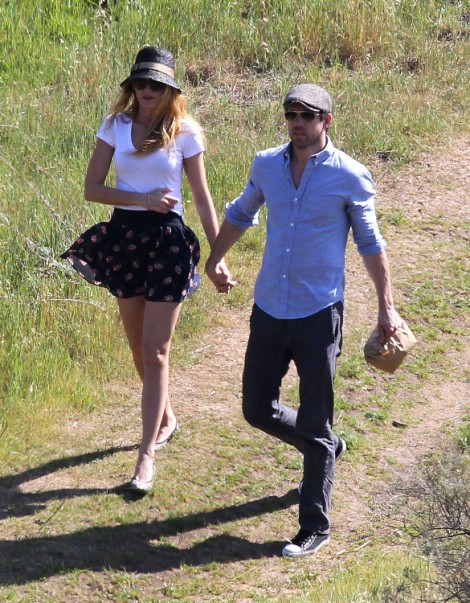 Report: Blake Lively Pregnant, Is This The Real Reason For The Quickie Wedding? 0912