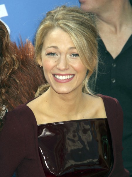 Blake Lively Quitting Hollywood To Play Housewife And Bake For Ryan Reynolds? 0324