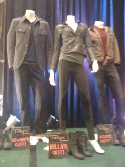 Robert Pattinson, Kristen Stewart & Taylor Lautner Breaking Dawn Costumes Pics
