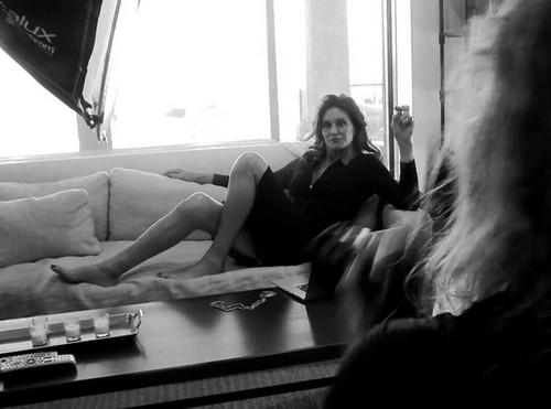 Pregnant Kim Kardashian Bitter and Jealous Over Caitlyn Jenner Vanity Fair Triumph: Clouds Kimye Pregnancy News?