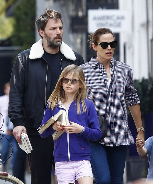 Jennifer Garner Pregnant With Ben Affleck's Fourth Child: Hiding Baby Bump?