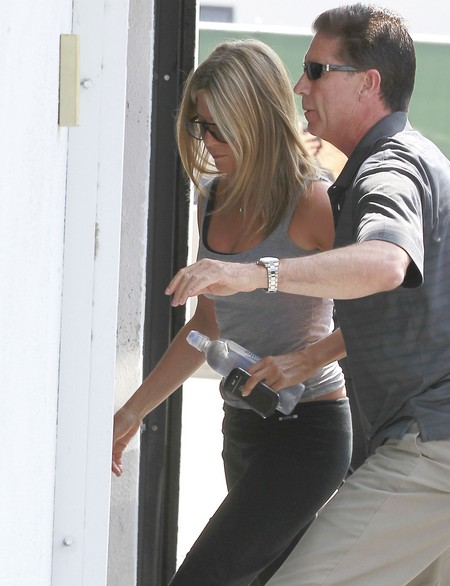 Exclusive Pics! Jennifer Aniston's Post-Workout Chat – What's Going On With Justin Theroux?