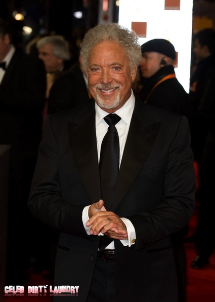 Sir Tom Jones Insults Simon Cowell