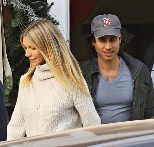 Gwyneth Paltrow Engaged To Fiance Brad Falchuk: Planning Wedding Of The Year?