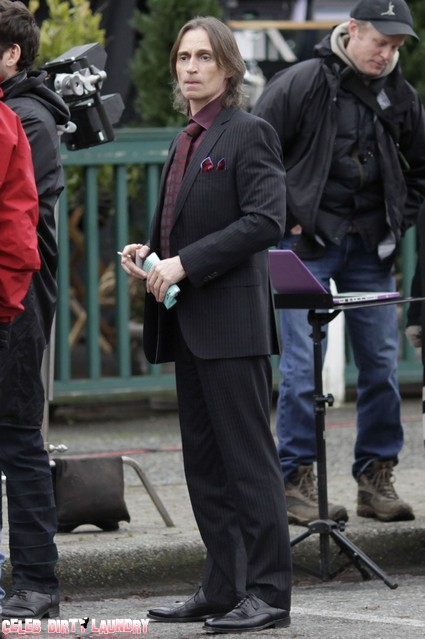 Robert Carlyle On The Set Of 'Once Upon A Time' (Photos)