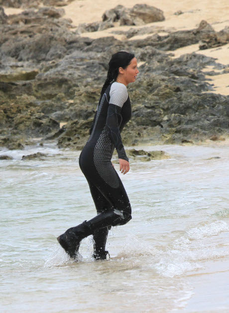 """Hunger Games: Catching Fire"" Heats Up: Pranks, Bromances, and Sexy Photos from the Set!"