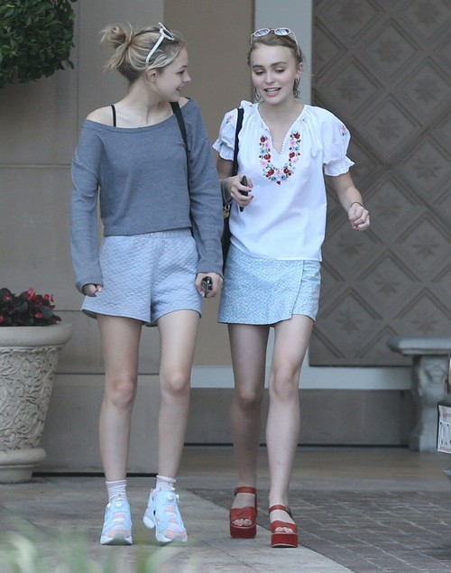 Johnny Depp's Daughter Lily-Rose Depp Says She's Bisexual
