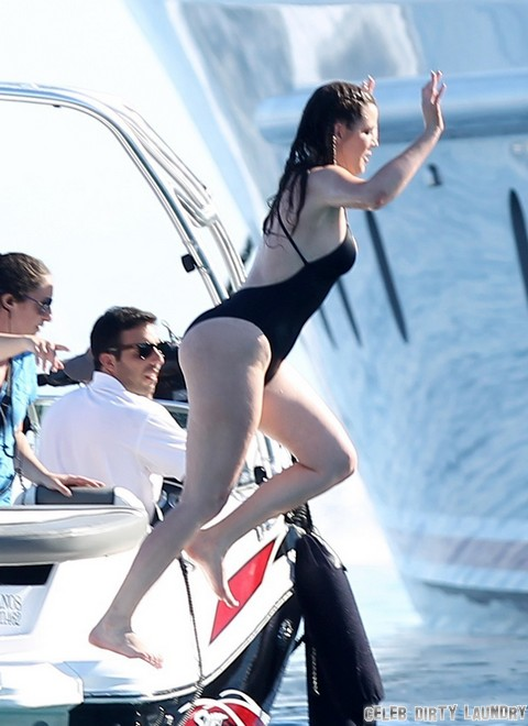 The Kardashians Ride The Waves In Greece Celeb Dirty Laundry