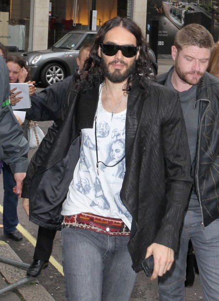 Russell Brand Wants To Kiss Justin Bieber