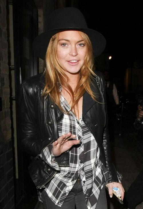 Lindsay Lohan Enjoys A Night At The Chiltern Firehouse