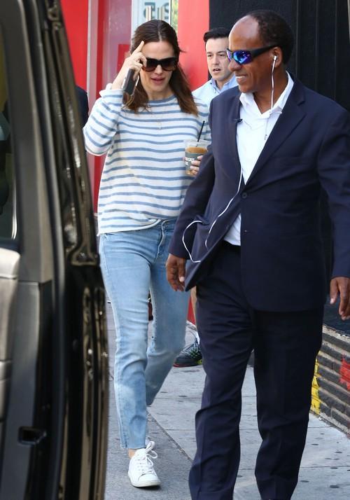 Jennifer Garner Dating Ben Affleck Look-A-Like Bodyguard?