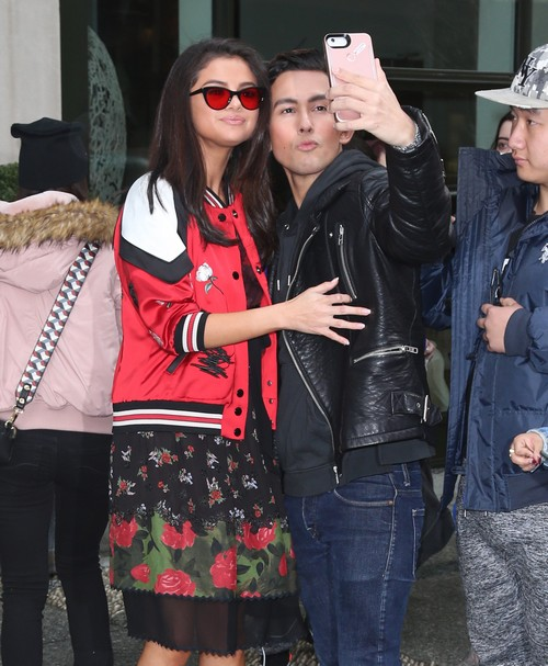 52307941 Singer Selena Gomez gets mobbed by fans while out and about in New York City, New York on February 8, 2017. Missing from the outing was her new rumored boyfriend, The Weeknd. FameFlynet, Inc - Beverly Hills, CA, USA - +1 (310) 505-9876