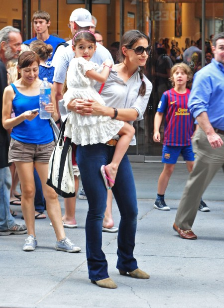 Katie Holmes Hires Confidence Coach To Help Battle Tom Cruise's Influence (Photos) 0808