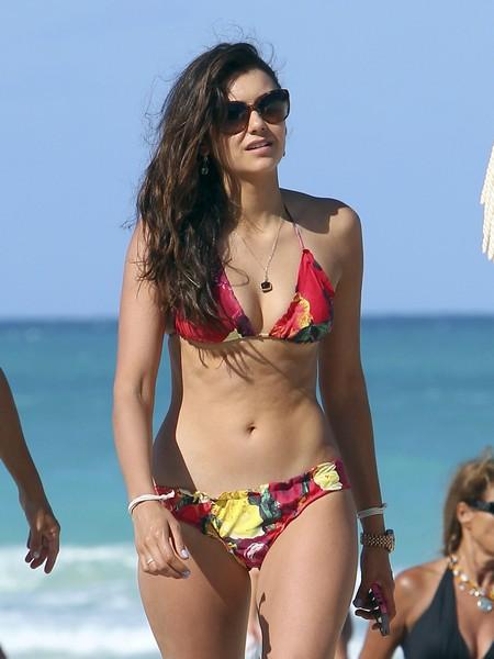 julianne hough  u0026 nina dobrev soaking up the sun in miami
