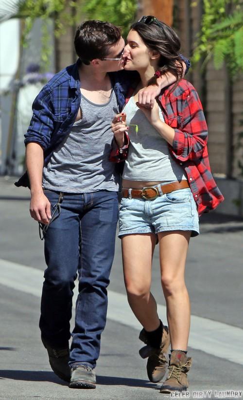 Hvem er dating josh hutcherson 2013