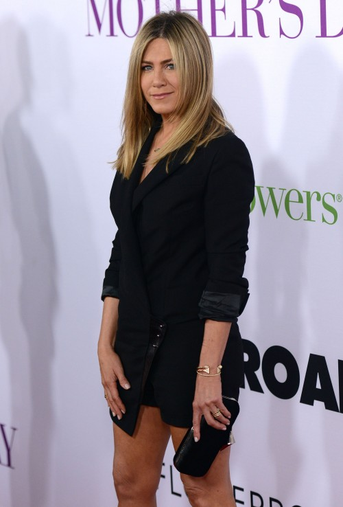 Jennifer Aniston Pregnant at Last at 47? Baby Bump Photos Revealed