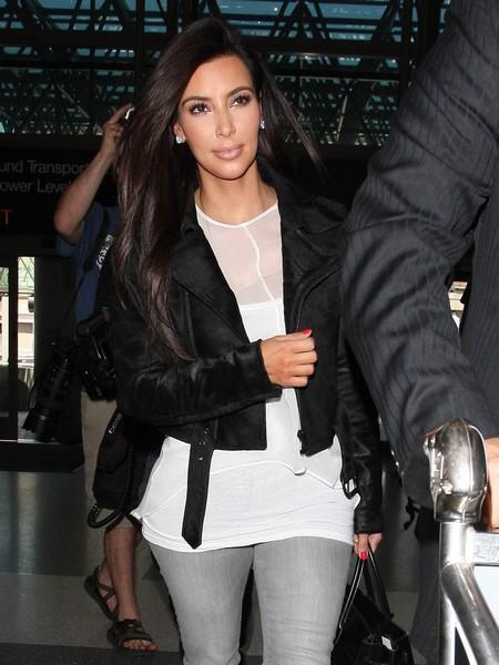 Kanye West's Twitter Account Hacked: Kim Kardashian's Nude Photo Fake (Video)
