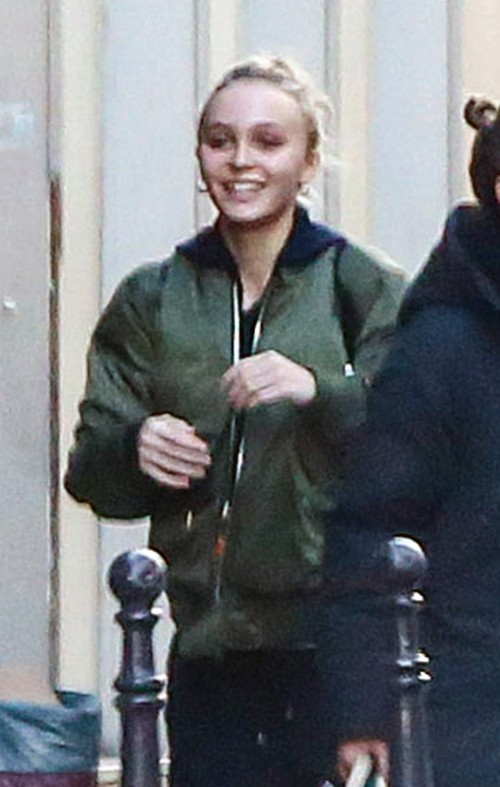 Vanessa Paradis Visits Parents With Lily-Rose Depp: Justifies Johnny Depp Moving Back In?