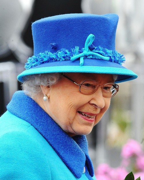 Queen Elizabeth's Secrets: Death Plans And Social Media Habits