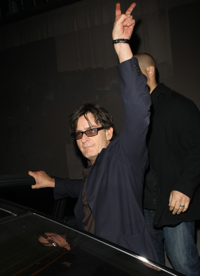 A Drunken Charlie Sheen Endorses Sarah Palin For 2012