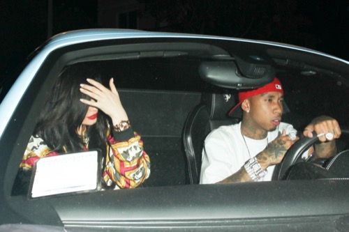 Kylie Jenner Confirmed Dating Tyga: Update New Photos As Couple Try to Hide On Hot Date
