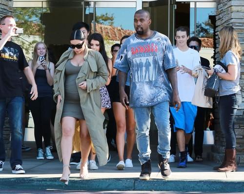 Pregnant Kim Kardashian & Kanye West Go To The Movies