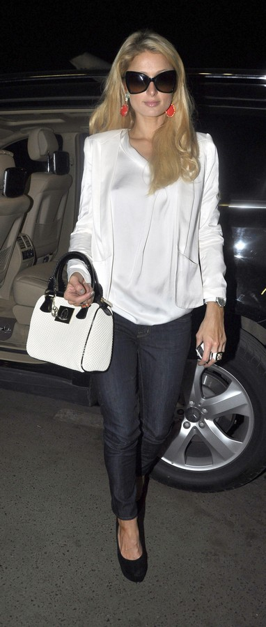 Paris Hilton Makes Her Way to Mumbai, India Airport after a Successful Business Trip