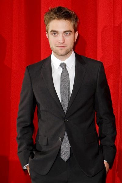 Robert Pattinson Faked Orgasm In Twilight Sex Scene