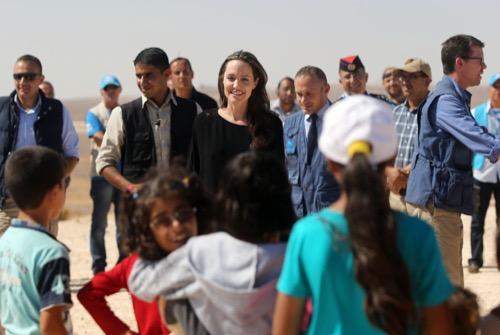 Angelina Jolie Begging Brad Pitt For One More Chance: Calling Off Divorce?