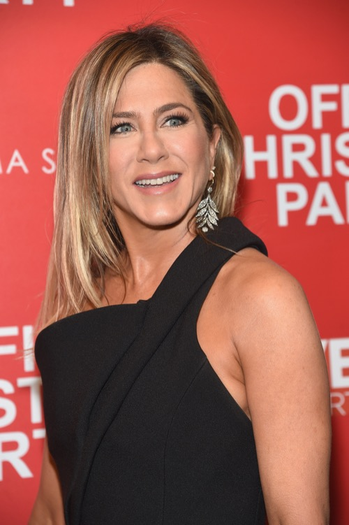 Jennifer Aniston Returns to Television Roots: Apple and Netflix in Bidding War Over New Show
