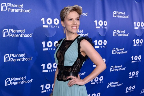 Scarlett Johansson Doesn't Want To Be Labeled As 'Loose' Amid Colin Jost Hookup Reports