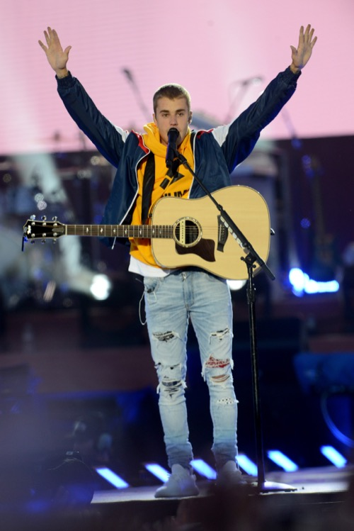 MANCHESTER, ENGLAND - JUNE 04: NO SALES, free for editorial use. In this handout provided by 'One Love Manchester' benefit concert Justin Bieber performs on stage on June 4, 2017 in Manchester, England. Donate at www.redcross.org.uk/love (Photo by Getty Images/Dave Hogan for One Love Manchester)