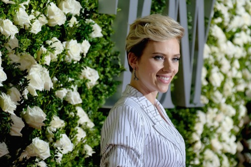 Scarlett Johansson Steps Out With Bobby Flay For Dinner Date