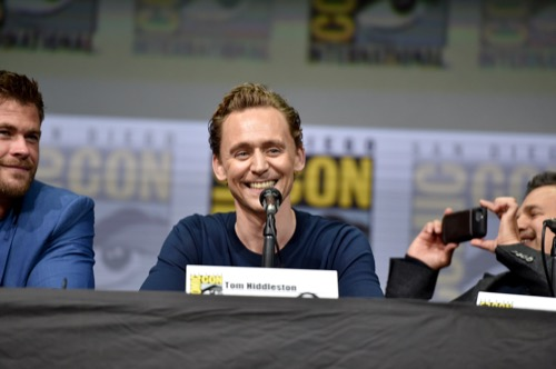 Tom Hiddleston Still Embarrassed About Taylor Swift: Ignores Fans and Media at Comic-Con