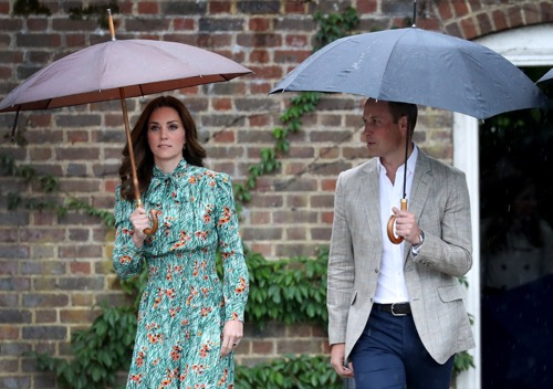 Kate shows off her bump for the first time