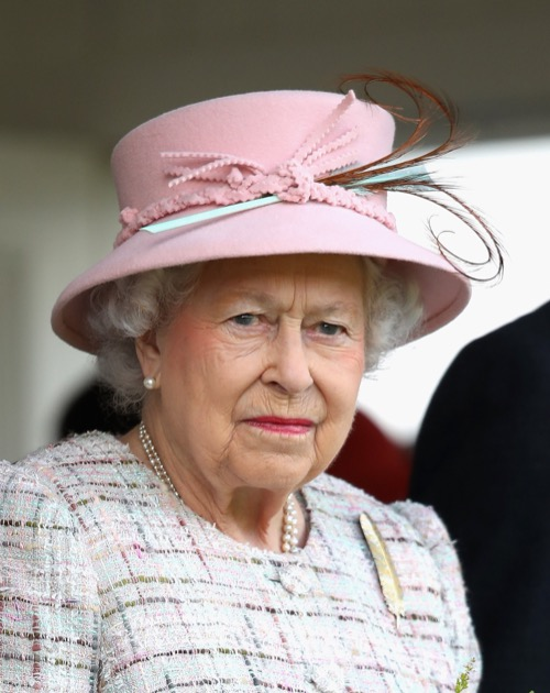 Queen Elizabeth Knocked By Simon Cowell For Lack of Knighthood