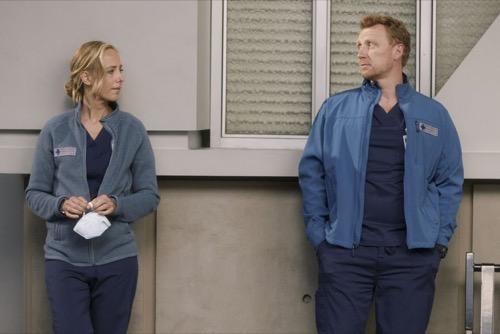 "Grey's Anatomy Fall Finale Recap 12/17/20: Season 17 Episode 6 ""No Time For Despair"""