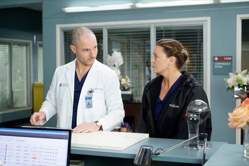 "Grey's Anatomy Recap 11/23/20: Season 16 Episode 10 ""Help Me Through The Night"""