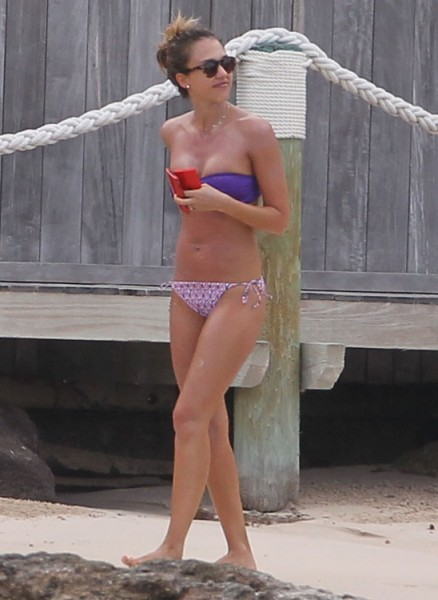 Jessica Alba Flashing Hot, 'More Grounded' Bikini Body In Gwyneth Paltrow's Face? (Photos) 0408