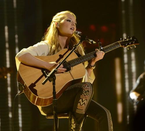 "Janelle Arthur American Idol ""The Dance"" Video 4/10/13"