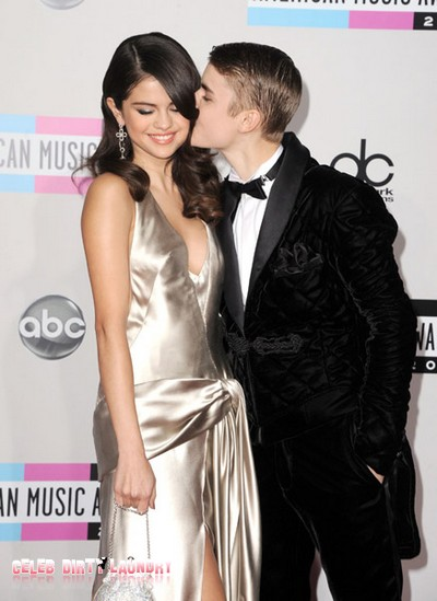 Justin Bieber and Selena Gomez - 2011 American Music Awards Arrival (Photo)
