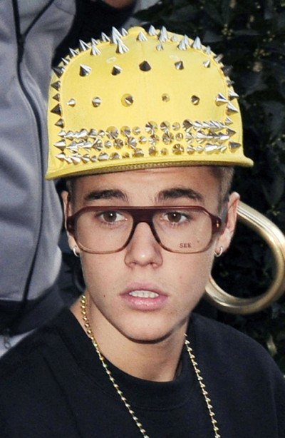Selena Gomez Rips On Justin Bieber's Fashion, Says She's Embarrassed For Him! 0228