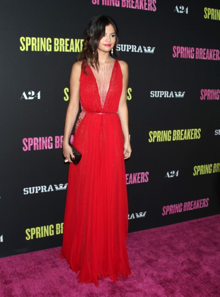 Selena Gomez Demands Justin Bieber Delete Her From His Life - And His New Movie! 0404