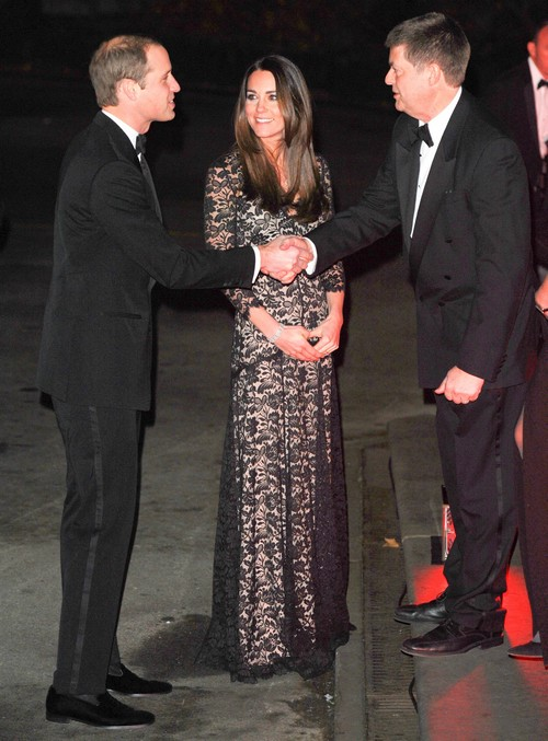 Kate Middleton Pregnant and Showing a Small Baby Bump? (PHOTOS)