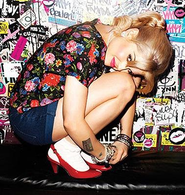 Kelly-Osbourne-Madonna-Clothing2