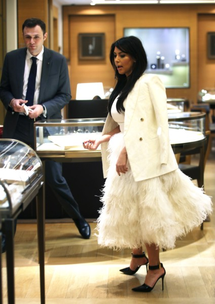 Kim Kardashian Already Planning 'Nips And Tucks' After The Baby's Born 0131