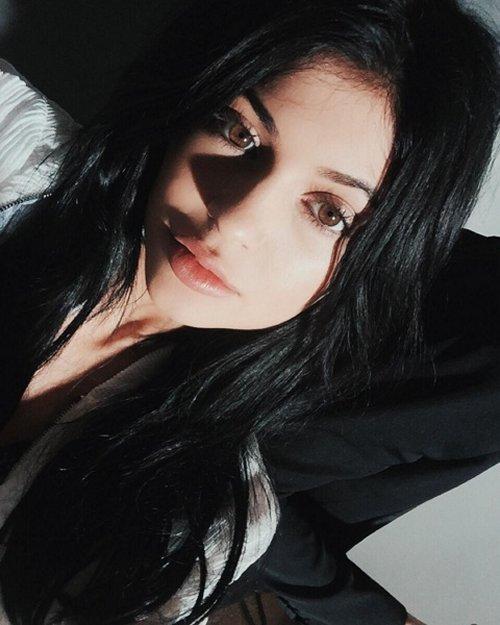 "Kendall Jenner Abandons Kylie Jenner – Kim Kardashian Furious – Demands ""KUWTK"" Stars End Feud?"