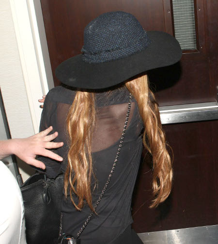 Lindsay Lohan Flees Los Angeles - Looks Like She Set Up The Jewelry Heist (Photos)