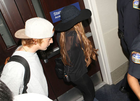 Lindsay Lohan Flees Los Angeles - Looks Like She Set Up The Jewelry Heist (Photos)