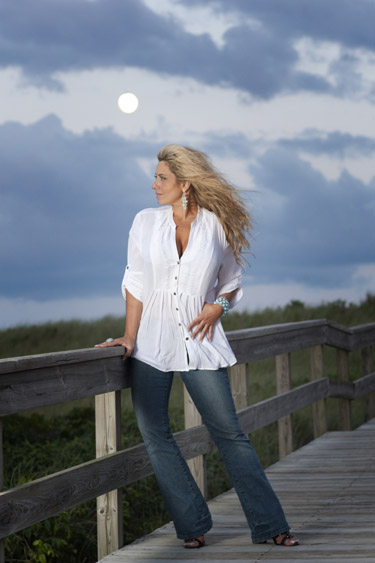 Country Singer Lisa Matassa Releases new LP Sunrise Highway